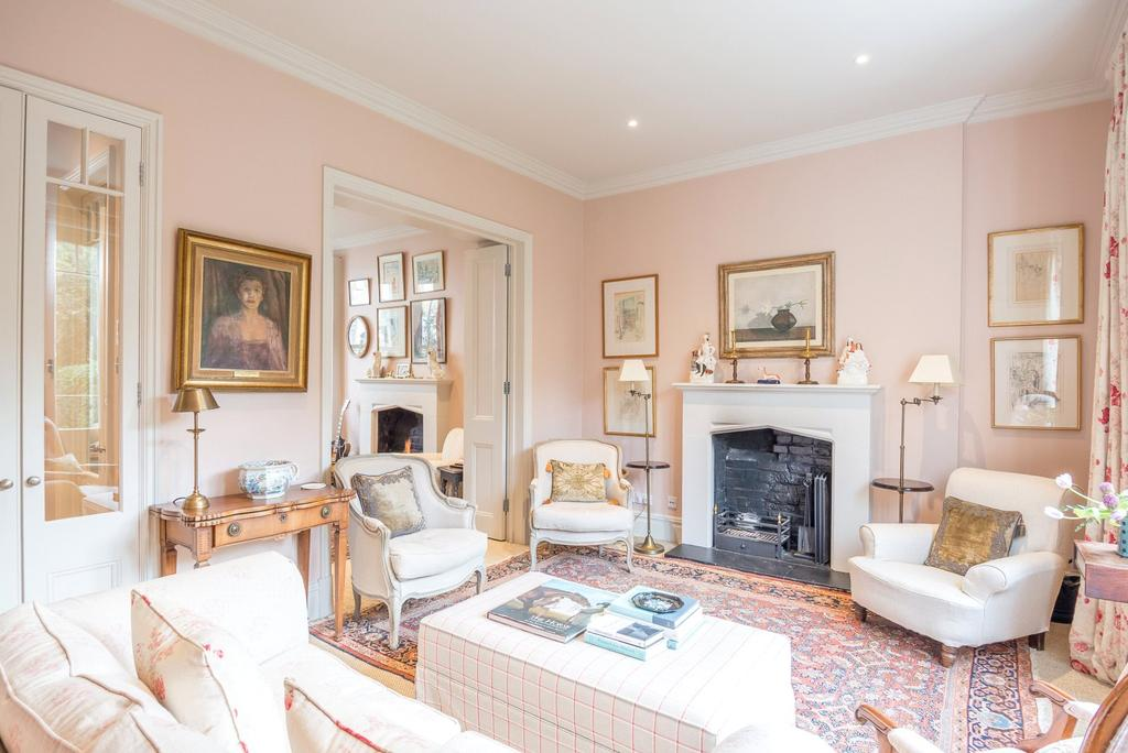 4 Bedrooms Terraced House for sale in Chesilton Road, London