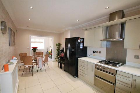 4 bedroom detached house to rent - Hillground Gardens, South Croydon