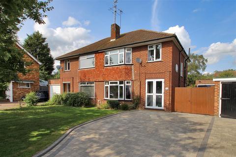 3 bedroom semi-detached house for sale - Wealden Close, Hildenborough, Tonbridge