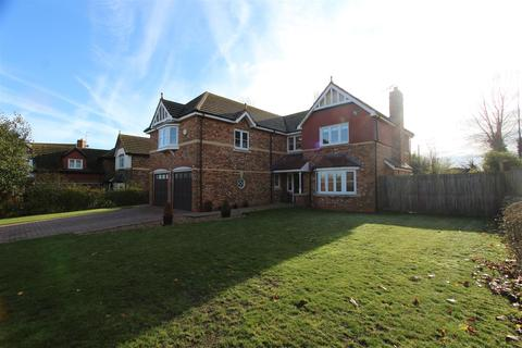 5 bedroom detached house for sale - Oak Tree Close, Eastchurch, Sheerness