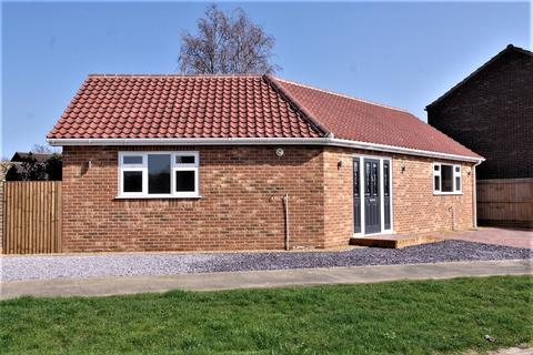 2 bedroom detached bungalow for sale - St Martins Green, Trimley St Martin IP11