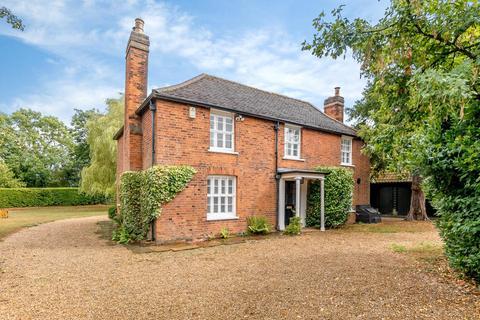 5 bedroom detached house for sale - Pilgrims Hatch, Brentwood, Essex, CM14