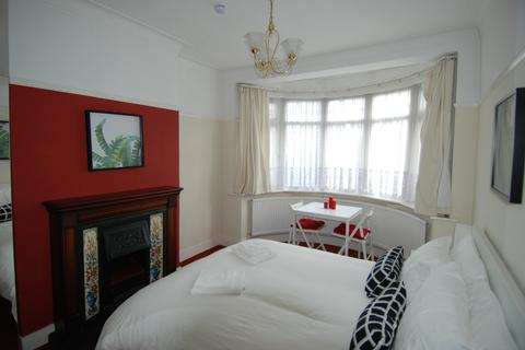 1 bedroom house share to rent - Perth Road N22