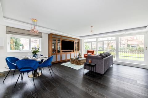 3 bedroom flat - Sheringham, St. Johns Wood Park, London, NW8