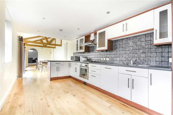 Wood Street Old Town Swindon 2 Bed Duplex For Sale 220000
