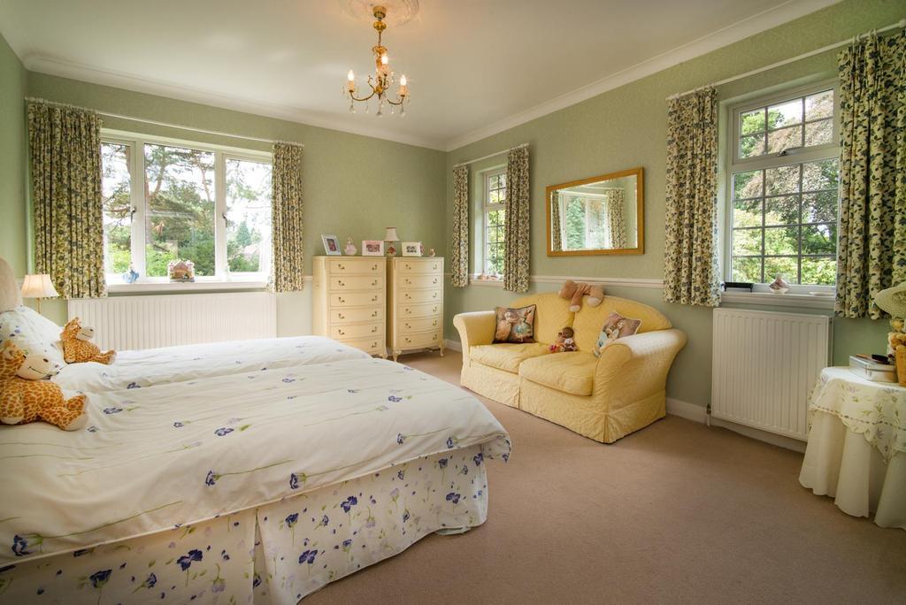PRINCIPLE GUEST BEDROOM L1006290.jpg