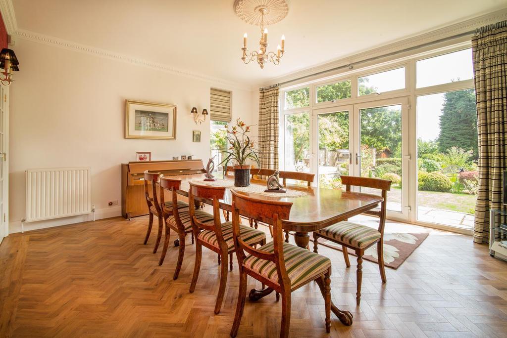 DINING ROOM 1   L1006265.jpg