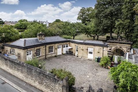 2 bedroom detached bungalow for sale - Ravensknowle Road, Huddersfield