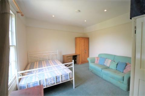 6 bedroom detached house to rent - 6 bedroom shared property to let