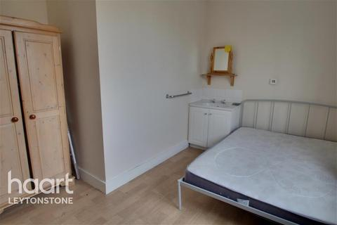 1 bedroom in a house share to rent - Hainault Road, E11