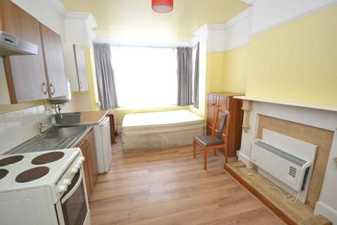 Studio to rent - London Road, Reading, Berkshire, RG1 5DB