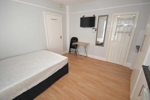 Studio to rent - Waylen Street, Reading, RG1 7UR