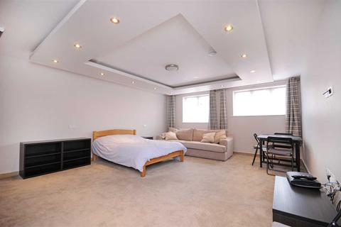 Studio to rent - Osterley Tube Station, G.W.R