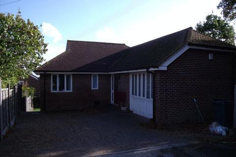 5 bedroom terraced house to rent - Glen Iris Avenue, Canterbury, 5 Bedrooms