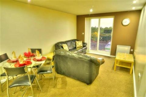 3 bedroom flat to rent - Elmira Way, Salford, M5 3DU