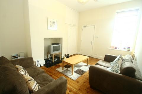 3 bedroom apartment to rent - Simonside Terrace, Heaton