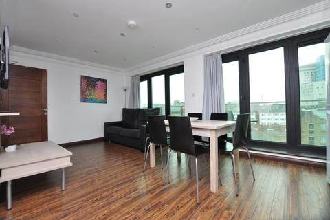 3 bedroom penthouse to rent - Commercial Road, London E1