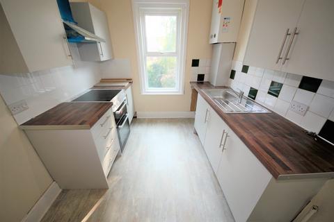 2 bedroom flat to rent - Waterloo Road, Winton, Bournemouth