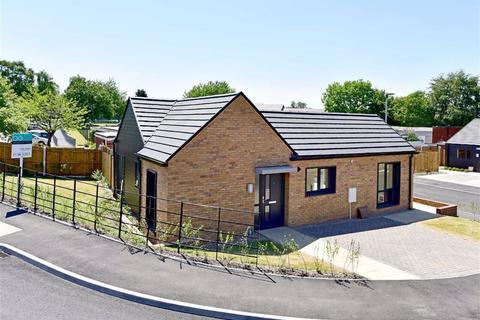 2 bedroom detached bungalow for sale - 1, Oakwood Gardens, Wombourne, Wolverhampton, South Staffordshire, WV5