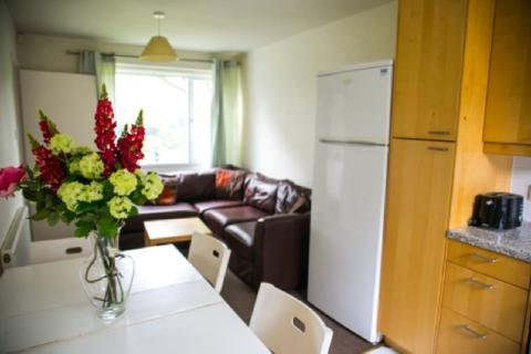 4 bedroom end of terrace house to rent - Leahurst Crescent, Harborne, Birmingham, West Midlands, B17