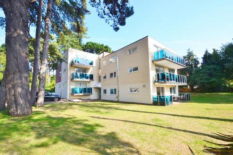 2 bedroom flat to rent - Sandbanks