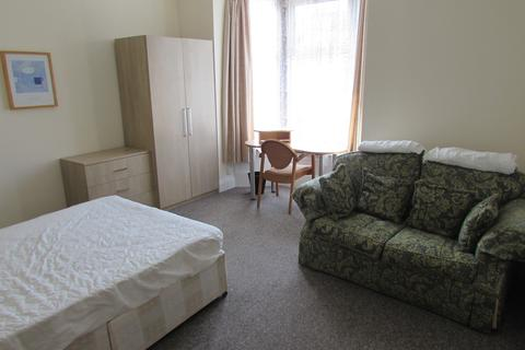 5 bedroom house to rent - Margate Road, Southsea, PO5