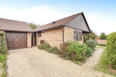 2 bedroom detached bungalow for sale - Claystones, Northampton, NN4