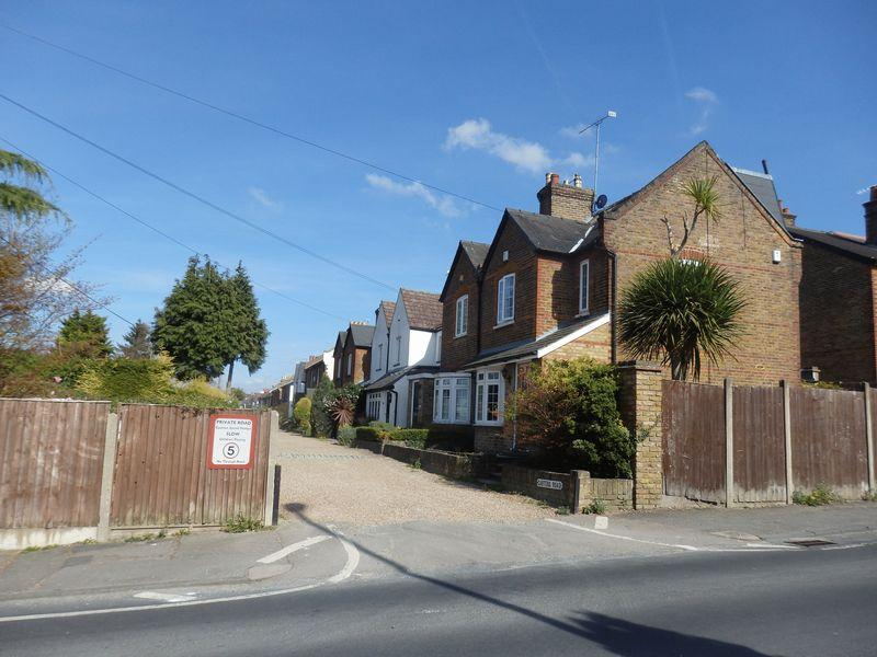 2 Bedrooms Semi Detached House for rent in Epsom