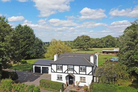 5 bedroom detached house for sale - Flying high in Kenley...