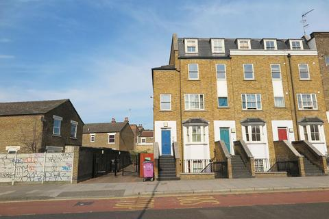 2 bedroom apartment to rent - Grove Road, Bow