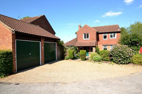 3 bedroom detached house for sale - Ripon Way, St. Albans