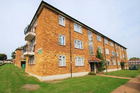 2 bedroom flat for sale - Ripon Gardens, Chessington