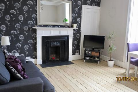 2 bedroom flat to rent - Iona Street, Leith Walk, Edinburgh, EH6 8SP