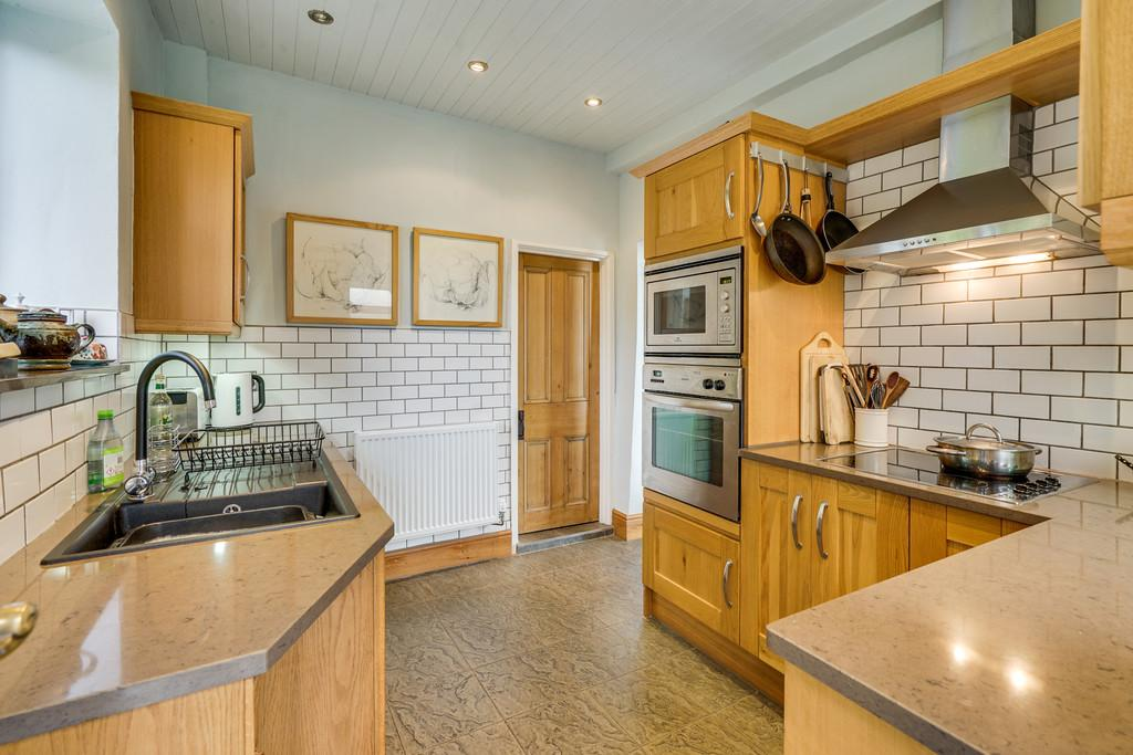 Excellent Fitted Kitchen