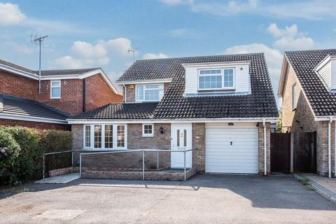 4 bedroom detached house for sale - Oulton Close, Aylesbury