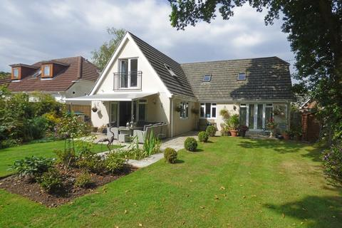 4 bedroom chalet for sale - Maxwell Road, Broadstone
