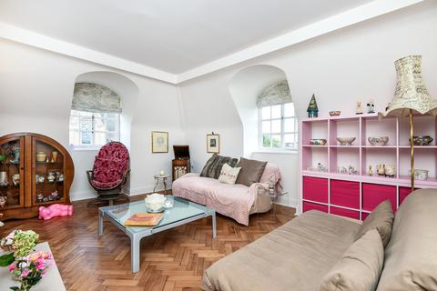 3 bedroom flat for sale - South Square, NW11