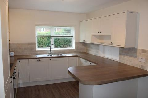 4 bedroom property to rent - Trenchard Road, York
