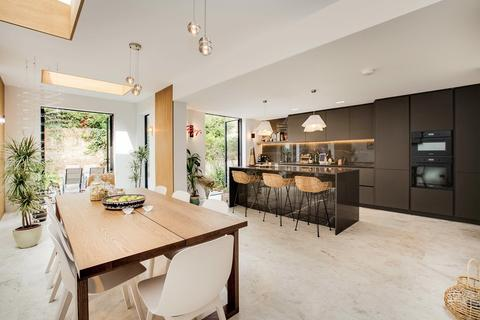 5 bedroom semi-detached house for sale - Gorst Road, London
