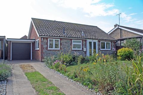 2 bedroom bungalow for sale - Grove Close, Holt NR25