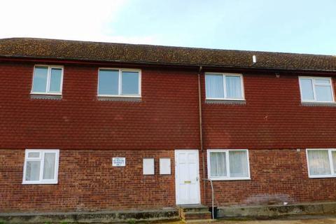 2 bedroom flat to rent - Scott House, Station Approach, Staplehurst, Kent TN12 0QR