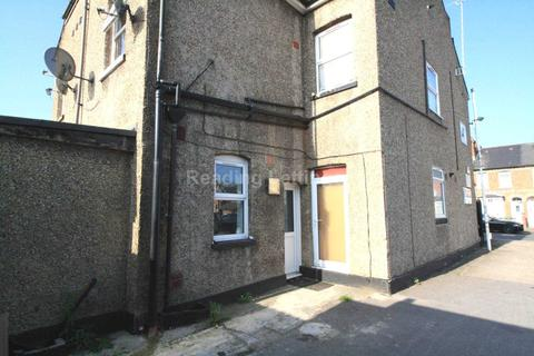 Studio to rent - St Georges Road, Reading