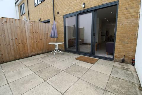 4 bedroom terraced house to rent - South Grove, Seven Sisters, N15
