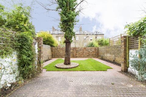 5 bedroom terraced house to rent - Waldemar Avenue, London
