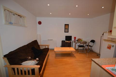 2 bedroom flat to rent - High Road, Leyton, E10