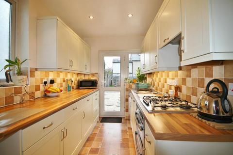 3 bedroom semi-detached house to rent - Crown Street, Egham, Surrey, TW20