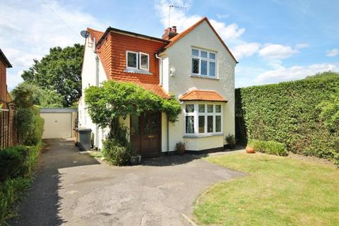 3 bedroom detached house to rent - Scotts Grove Road, Chobham, Surrey, GU24