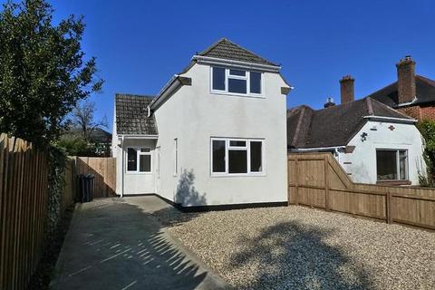 2 bedroom detached house for sale - Northbourne