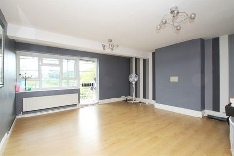 3 bedroom flat to rent - Hyde Park Avenue, N21
