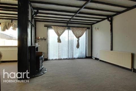 4 bedroom semi-detached house to rent - Maytree Close, Rainham